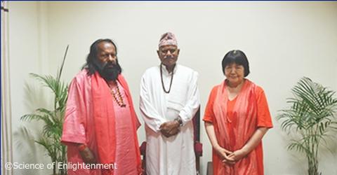 2015年6月、大地震後のネパールを訪問し、大統領・首相などを慰問し、義援金を届けました。