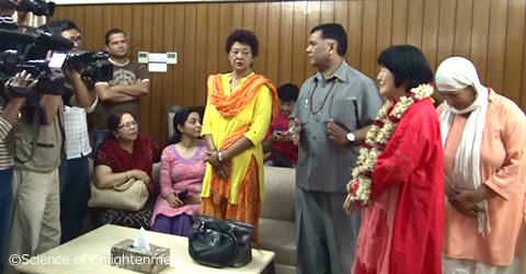 首相との面会の様子はテレビでネパール全土に放映されました。