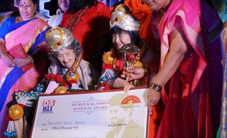 """2017/6/19 インドにて""""DS MAX YOGA SHREE AWARD""""受賞"""